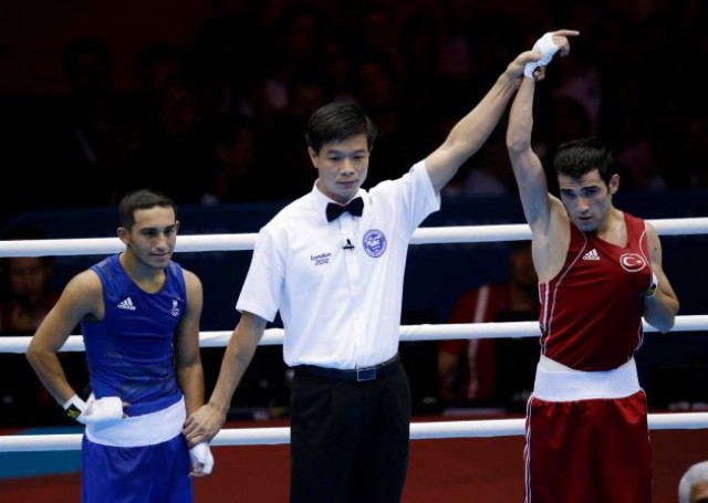Carlos Suarez e1343878143510 Trinidad & Tobago Boxer wins the heart of Olympic Spectators
