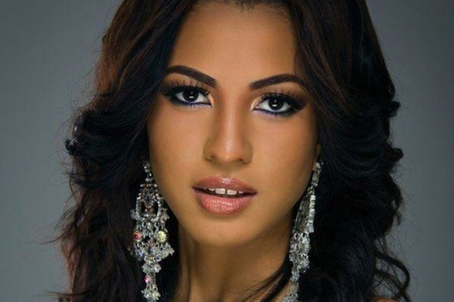 Miss-Trinite-et-Tobago-Sherrece-VILLAFANA-19-ans_portrait_w674